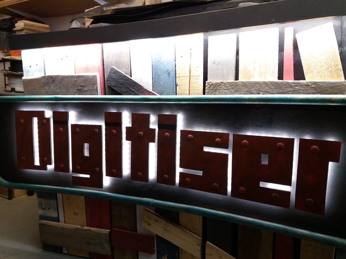 the digitiser logo illuminated